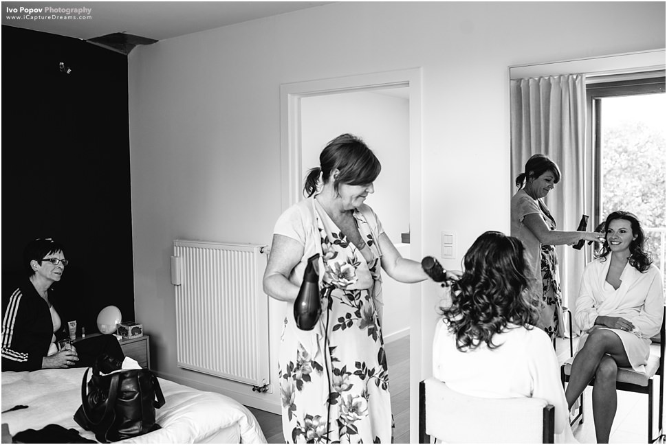 Bride getting ready in Ghent