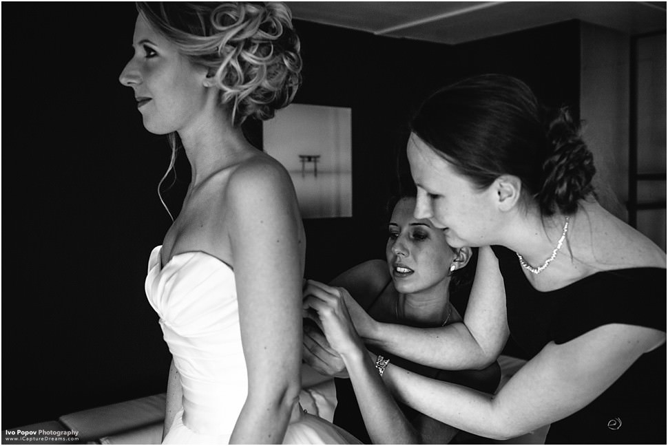 Bride and bridesmaids getting ready in Grimbergen