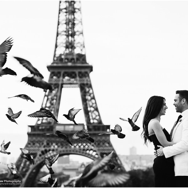 Honeymoon photo session in Paris