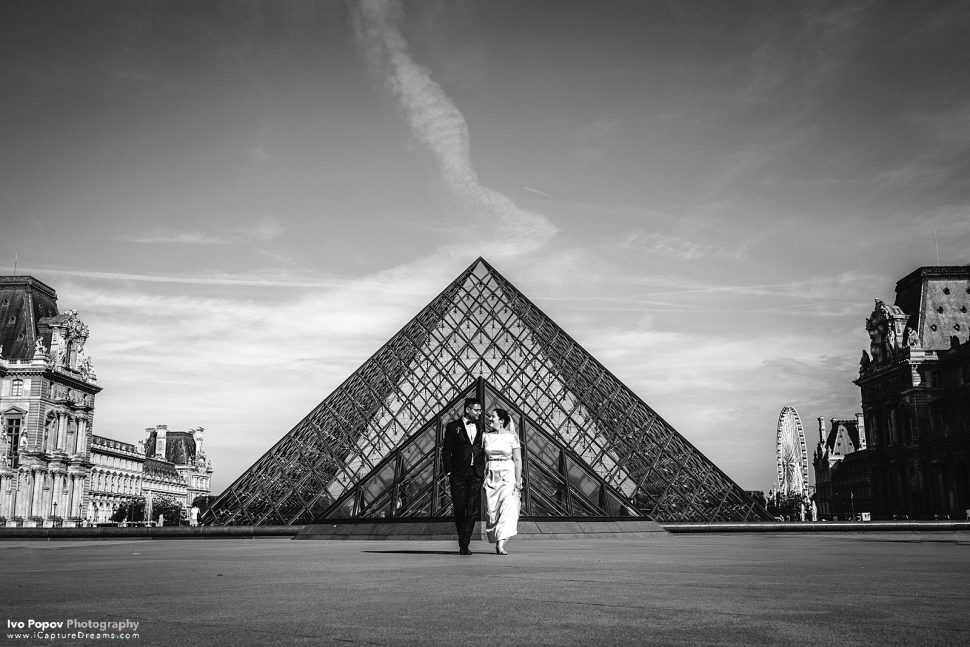 Elopement session in the Louvre in Paris